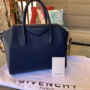 Givenchy Antigona Bag. Leather Medium